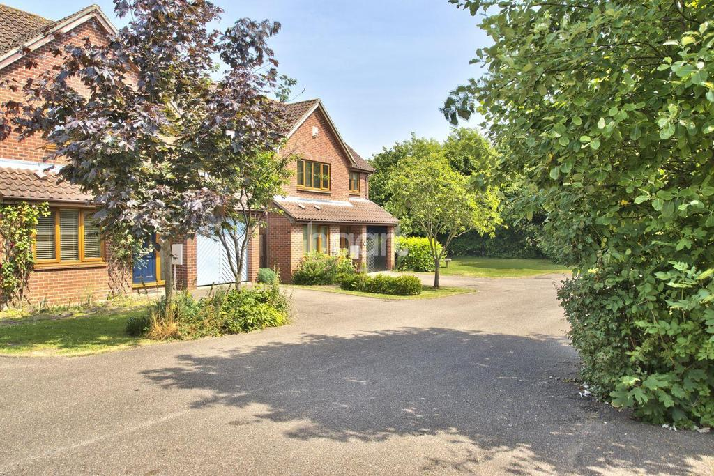 5 Bedrooms Detached House for sale in Plumian Way, Balsham, Cambridgeshire