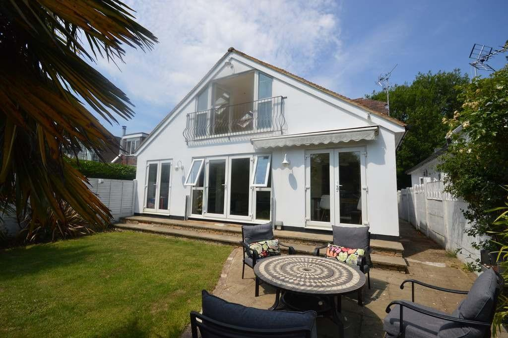 5 Bedrooms Detached House for sale in River Ash Estate, Shepperton