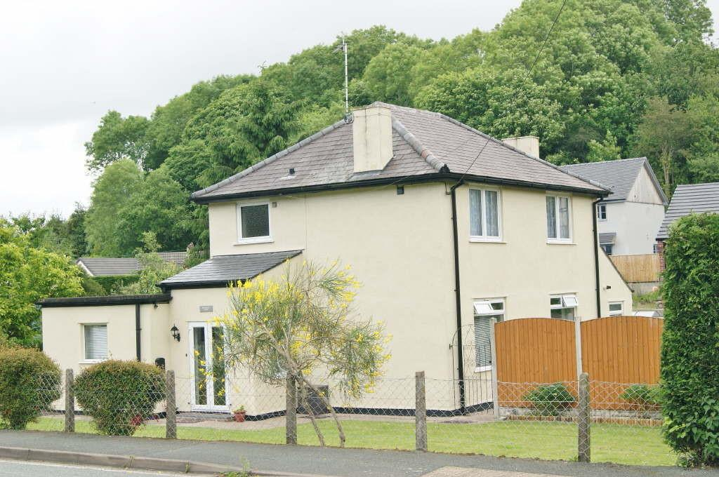 3 Bedrooms Detached House for sale in Brymbo, Wrexham