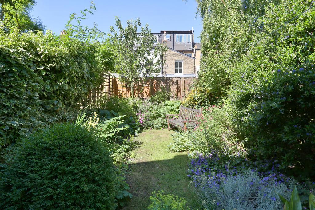4 Bedrooms Terraced House for sale in Kersley Road, London