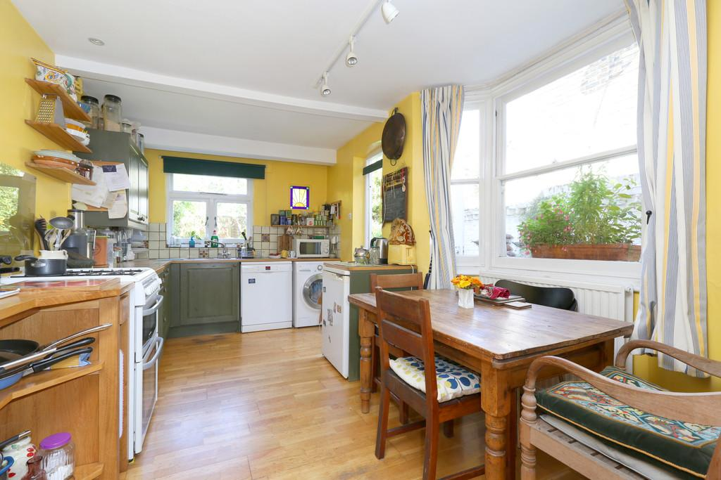 4 Bedrooms Terraced House for sale in Kersley Road, London