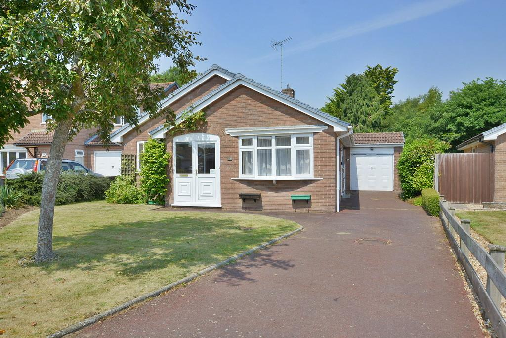 2 Bedrooms Detached Bungalow for sale in Albany Drive, Three Legged Cross, Wimborne