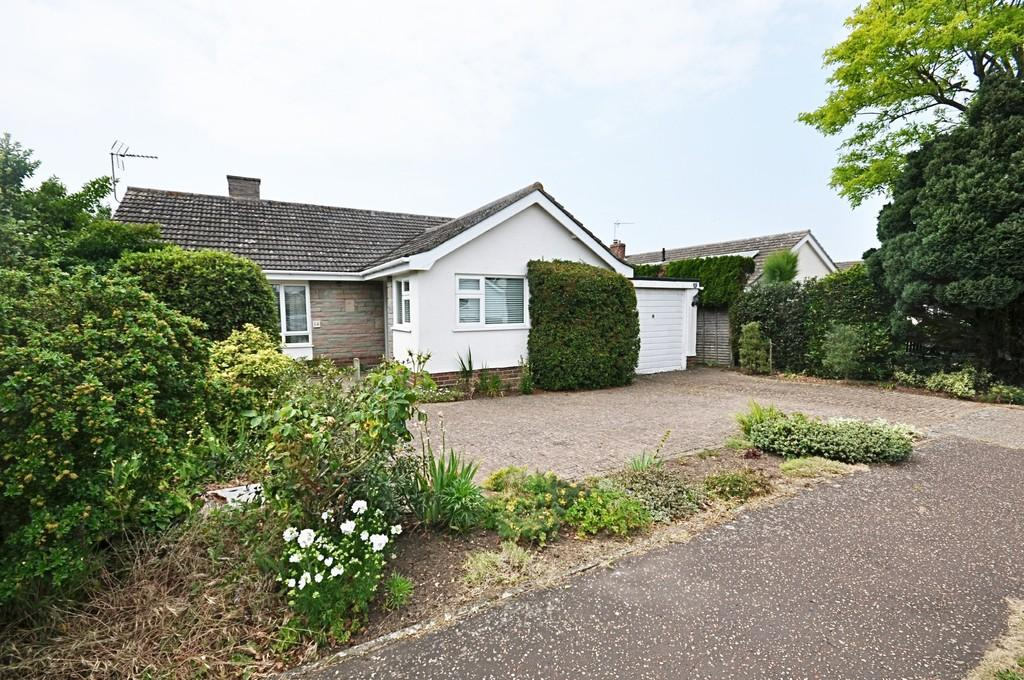3 Bedrooms Detached Bungalow for sale in Orchard Grove, Diss