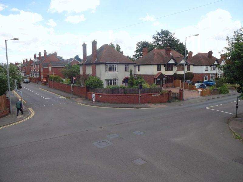 3 Bedrooms Detached House for sale in Chester Road North, Kidderminster DY10 2RS