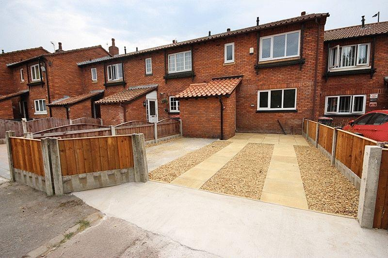 3 Bedrooms Terraced House for sale in Ronaldsay Gardens, Salford