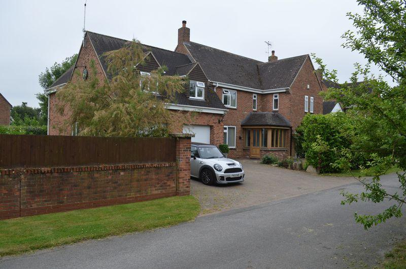 4 Bedrooms Detached House for sale in Patch Road, Witham St Hughs