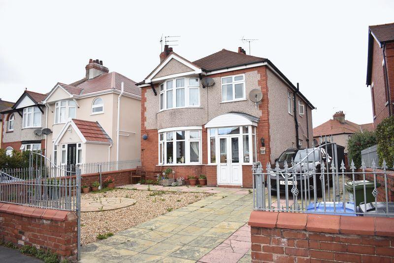 4 Bedrooms Detached House for sale in Grange Road, Rhyl