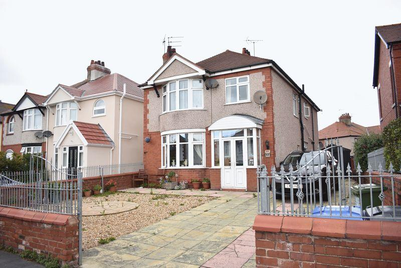 4 Bedrooms Detached House for sale in Grange Road, Rhyl