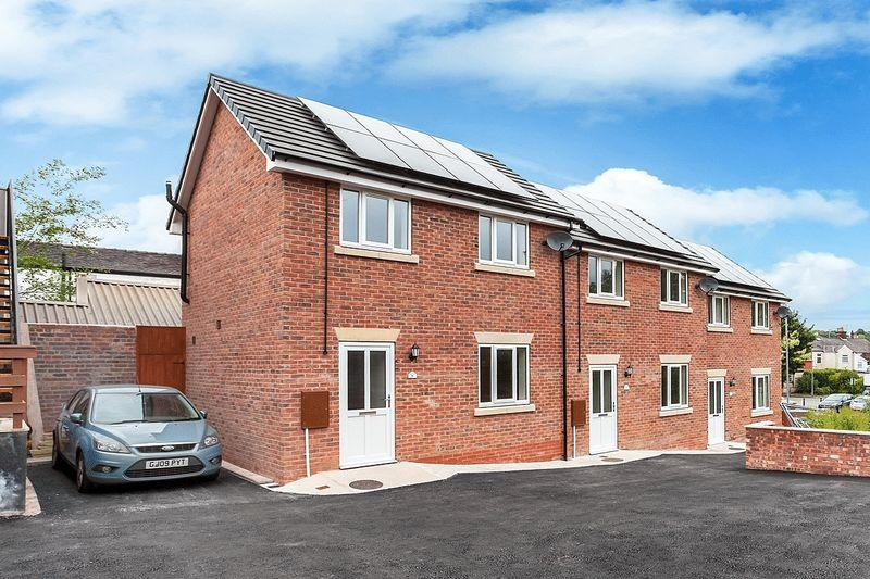 2 Bedrooms Terraced House for sale in Off West Street, Congleton