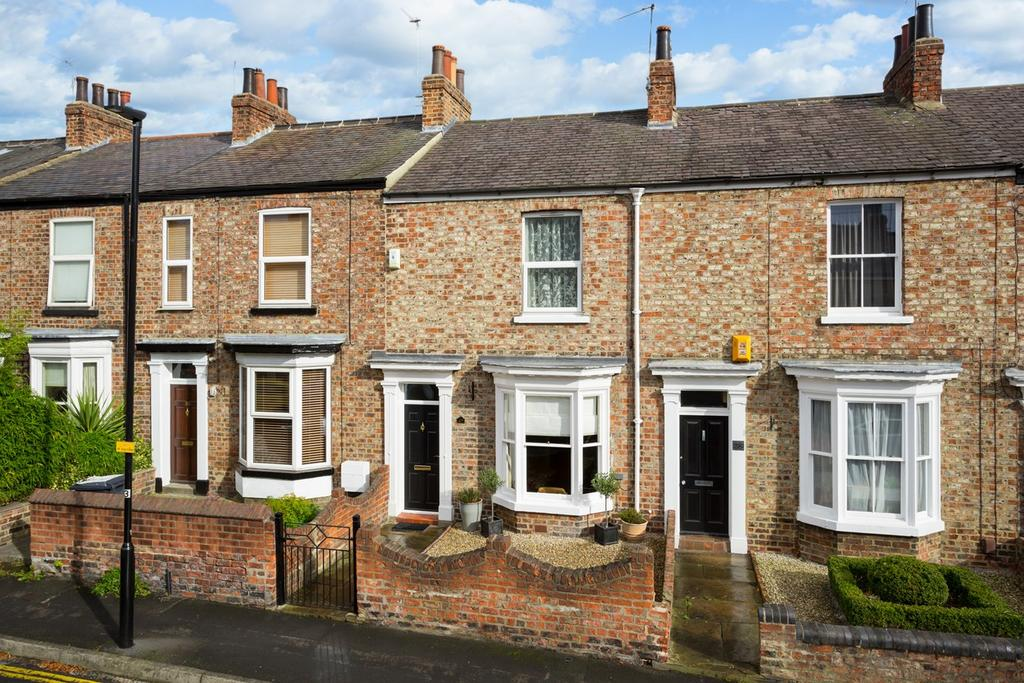 2 Bedrooms Terraced House for sale in Park Crescent, York, YO31