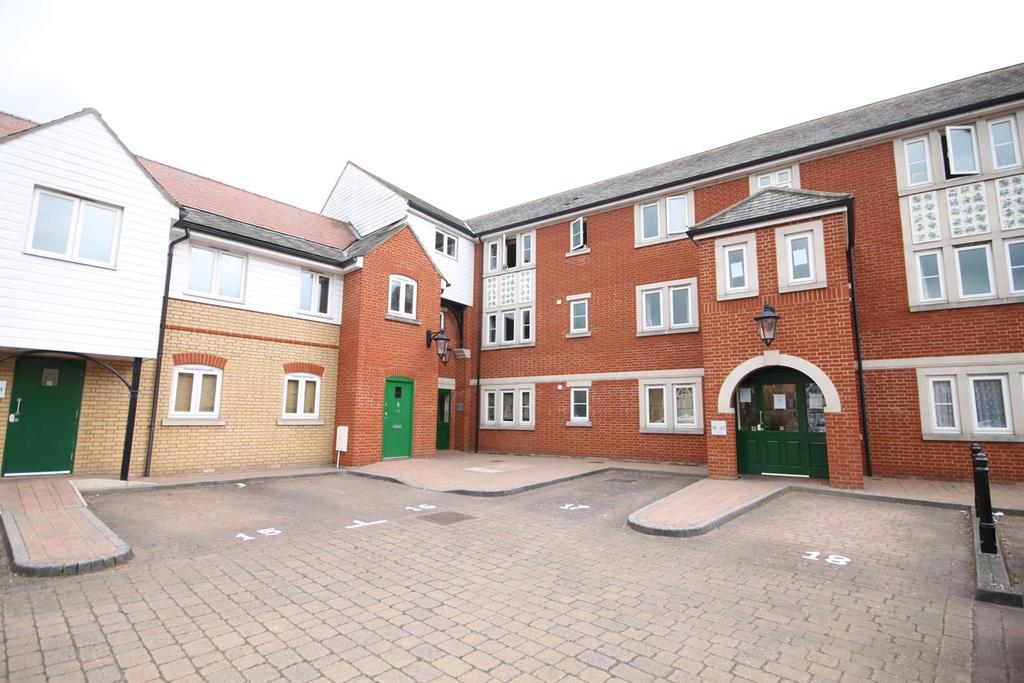 2 Bedrooms Apartment Flat for sale in Coopers Court, Shefford, SG17