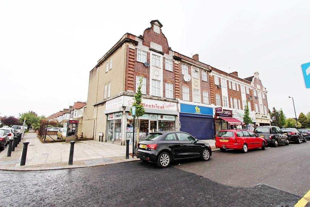 3 Bedrooms Maisonette Flat for sale in Ridge Avenue, London, N21