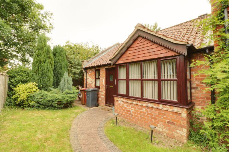 2 Bedrooms Detached Bungalow for sale in The Grove, Barrow-Upon-Humber