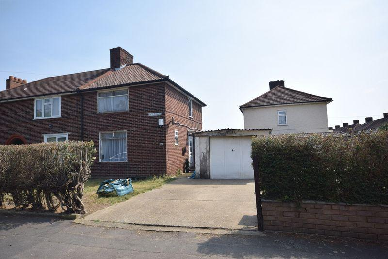 2 Bedrooms Semi Detached House for sale in Ivy Walk, Dagenham