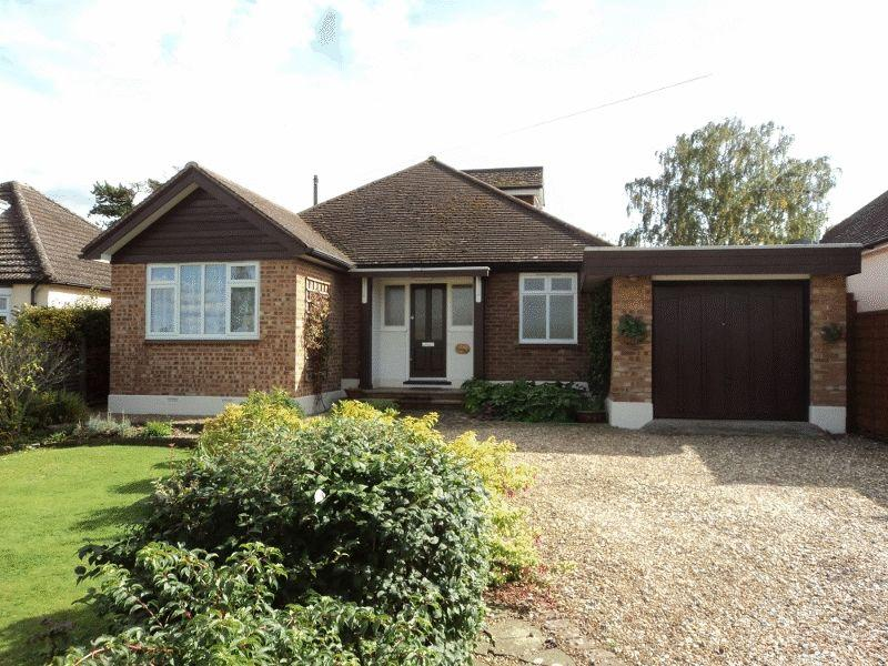 3 Bedrooms Detached Bungalow for sale in BOOKHAM