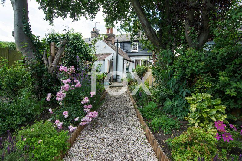 2 Bedrooms Terraced House for sale in Weir Pond Road