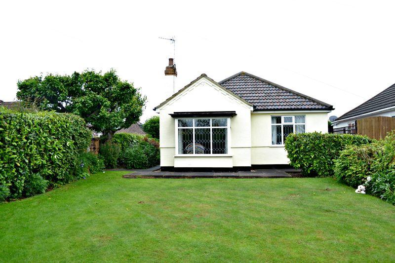 2 Bedrooms Detached Bungalow for sale in Southfield Road, Grimsby