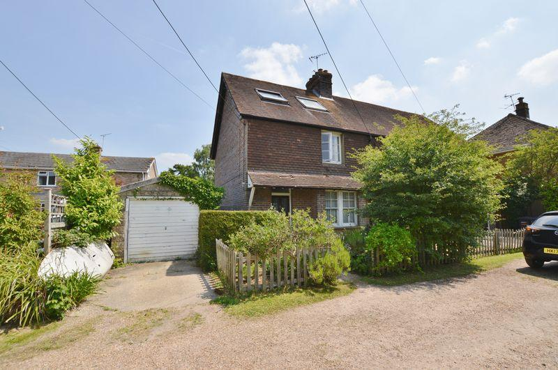4 Bedrooms Semi Detached House for sale in Ash Vale, Chiddingfold