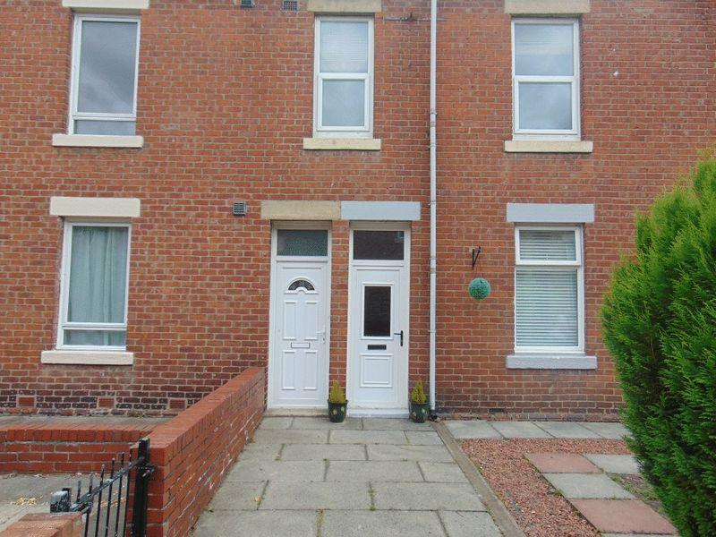 3 Bedrooms Flat for sale in Oswin Avenue, Forest Hall, Newcastle upon Tyne