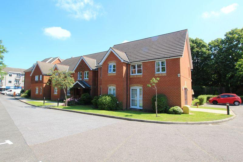 1 Bedroom Retirement Property for sale in HILLCROFT COURT, CATERHAM ON THE HILL