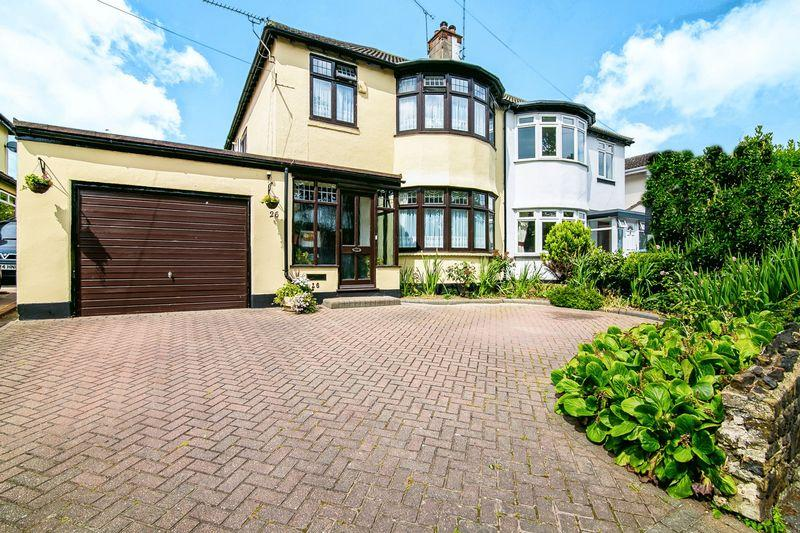 3 Bedrooms Semi Detached House for sale in Kenilworth Gardens, Westcliff-On-Sea
