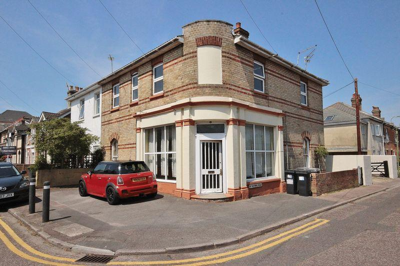 2 Bedrooms Flat for sale in Cromwell Road, Southbourne, Bournemouth