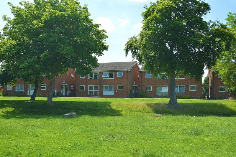 2 Bedrooms Apartment Flat for sale in Chalgrove Road, Thame