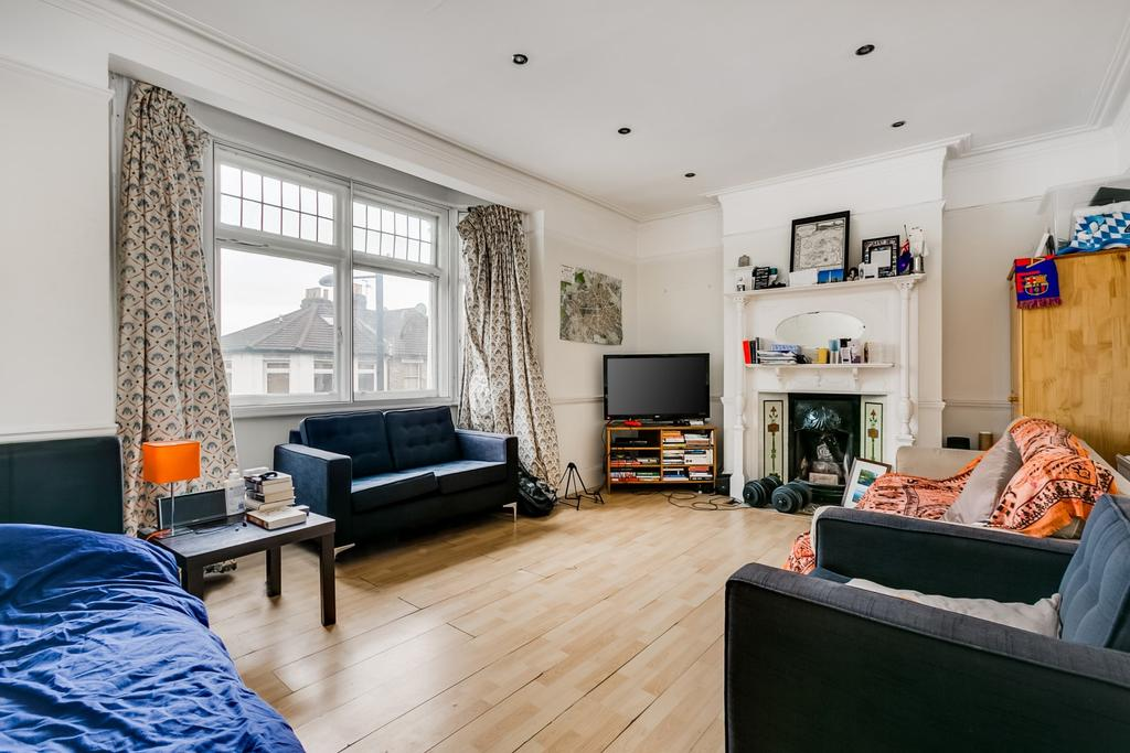 3 Bedrooms Flat for sale in Fulham Palace Road, Hammersmith, London