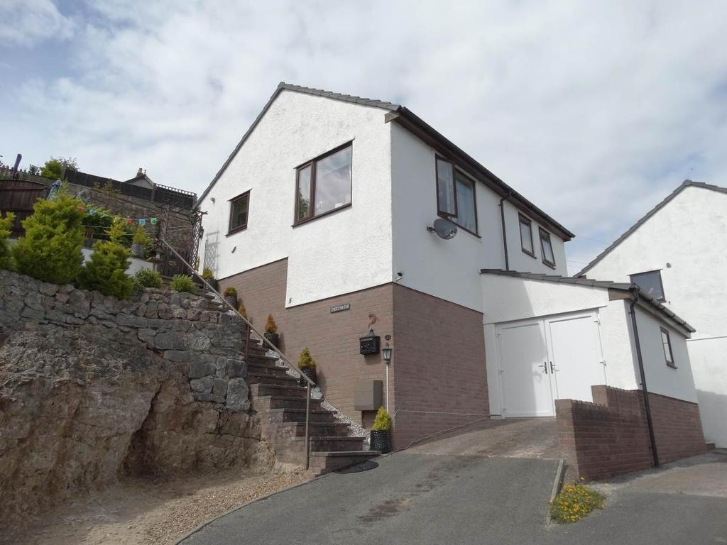 2 Bedrooms Detached Bungalow for sale in 5 Tan Y Coed, Penrhyn side, LL30 3DX