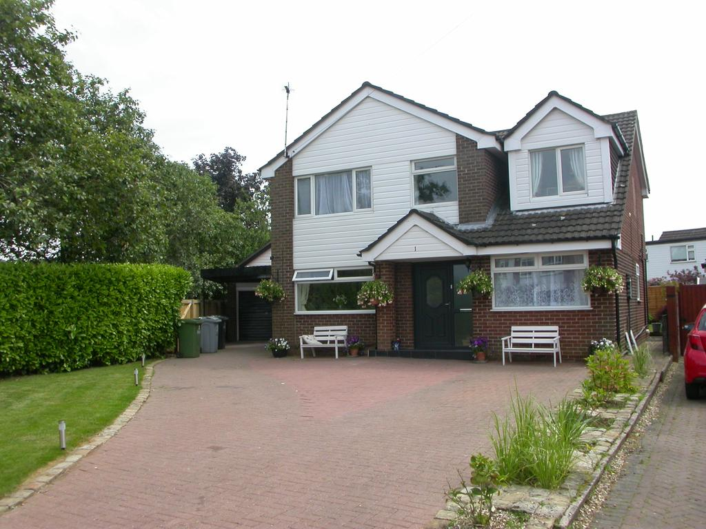 4 Bedrooms Detached House for sale in POYNTON (FIELDING AVENUE)