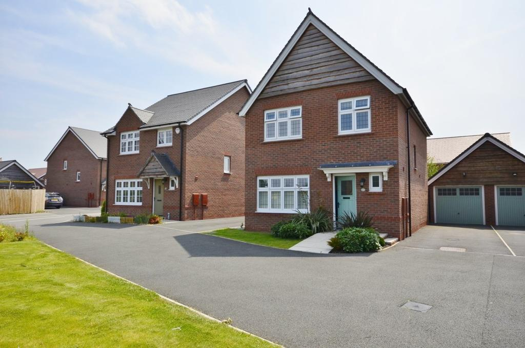 3 Bedrooms Detached House for sale in Balsam Road, West Timperley, Altrincham