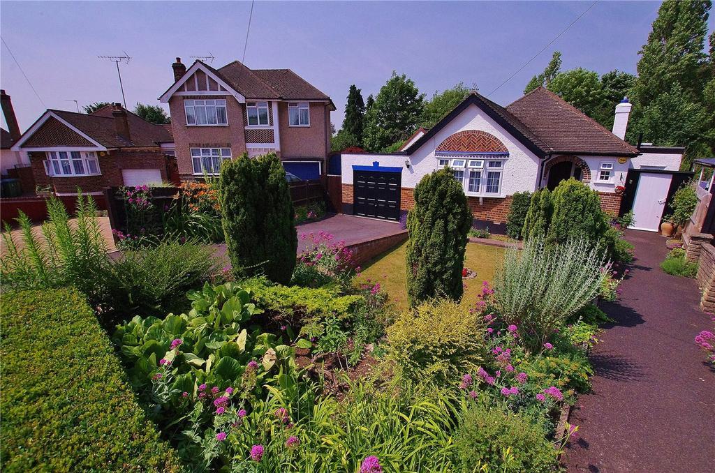 2 Bedrooms Detached Bungalow for sale in Strangeways, Watford, Hertfordshire, WD17