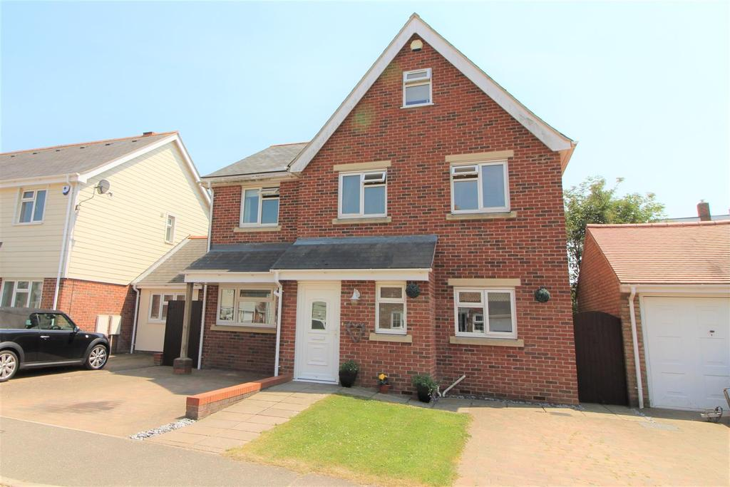 5 Bedrooms Detached House for sale in Springfield Meadows, Little Clacton, Clacton-On-Sea