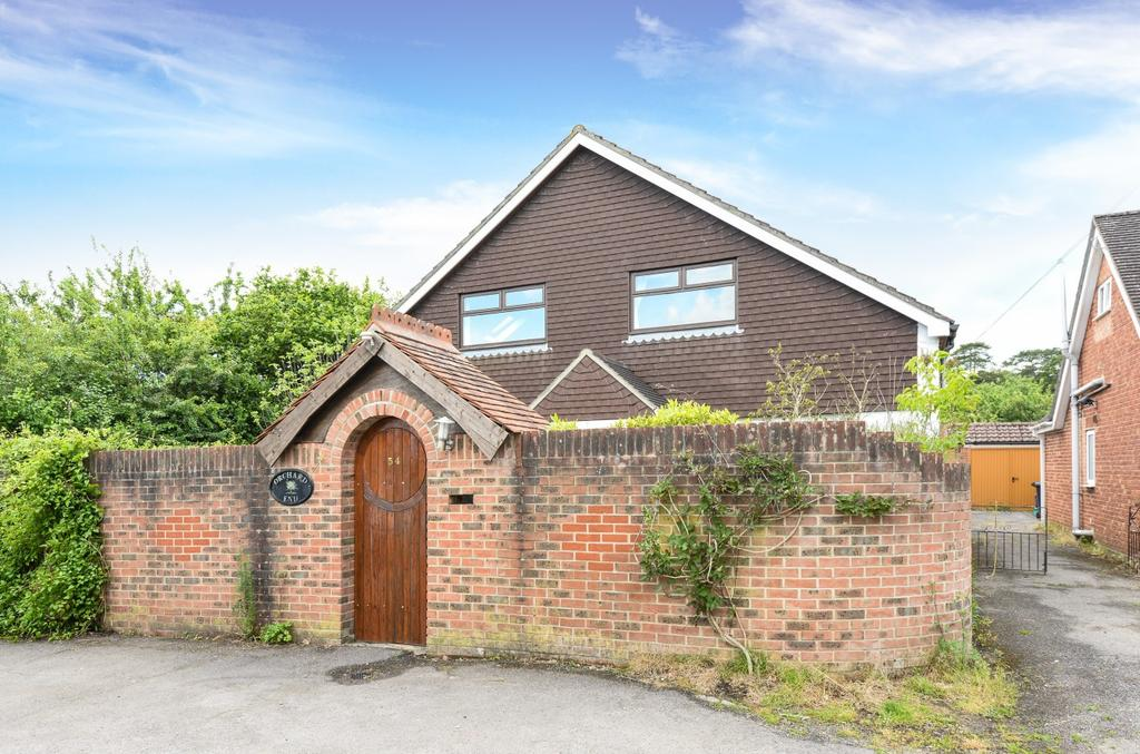 4 Bedrooms Detached Bungalow for sale in Durrants Road, Rowland's Castle, PO9