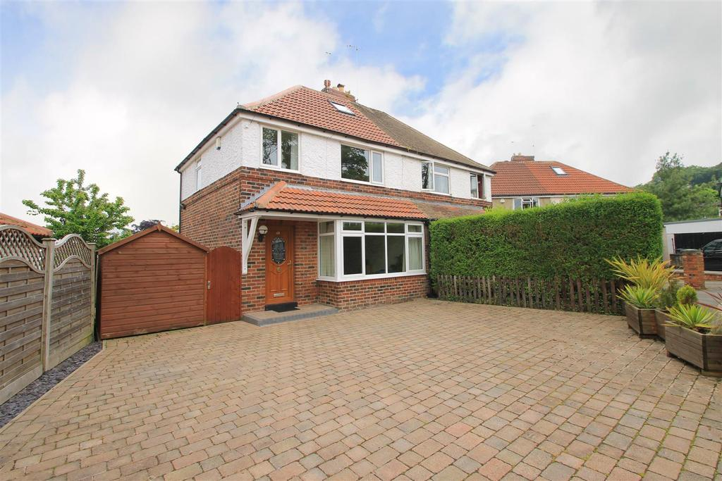 3 Bedrooms Semi Detached House for sale in Fieldhead Road, Guiseley, Leeds