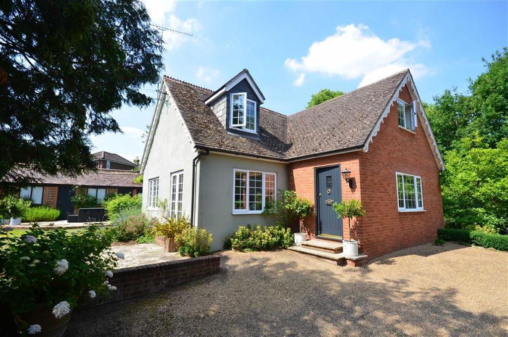 4 Bedrooms Detached House for sale in Echo Barn Lane, Farnham