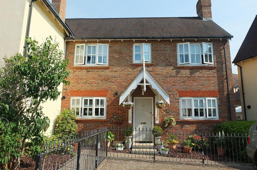 3 Bedrooms House for sale in Fletcher Way, Bolnore Village, Haywards Heath, RH16