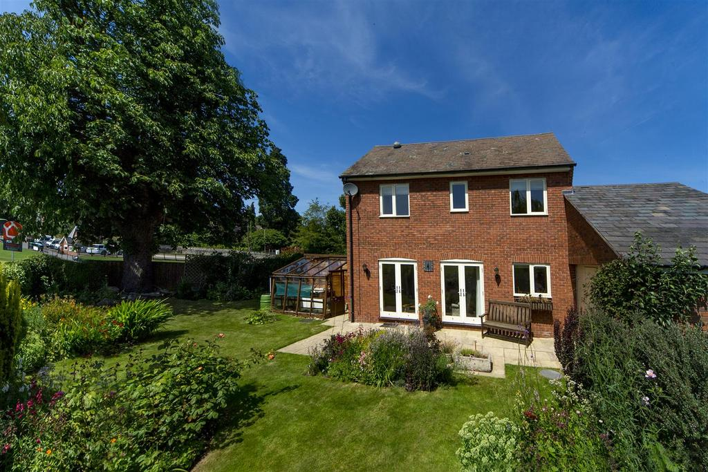 3 Bedrooms Link Detached House for sale in Lutton Close, Oswestry