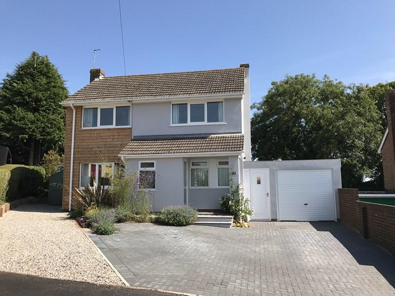 4 Bedrooms Detached House for sale in Higher Holcombe Close, Teignmouth