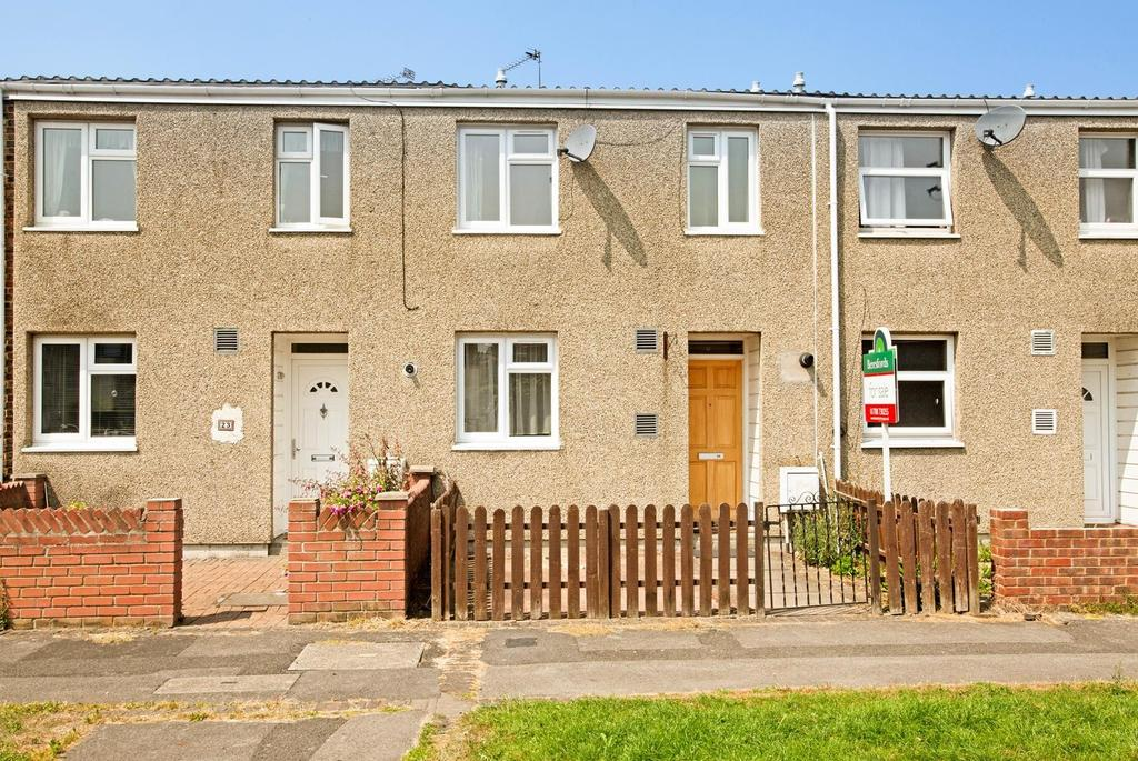 2 Bedrooms Terraced House for sale in Lavender Close, Harold Hill, Romford, RM3
