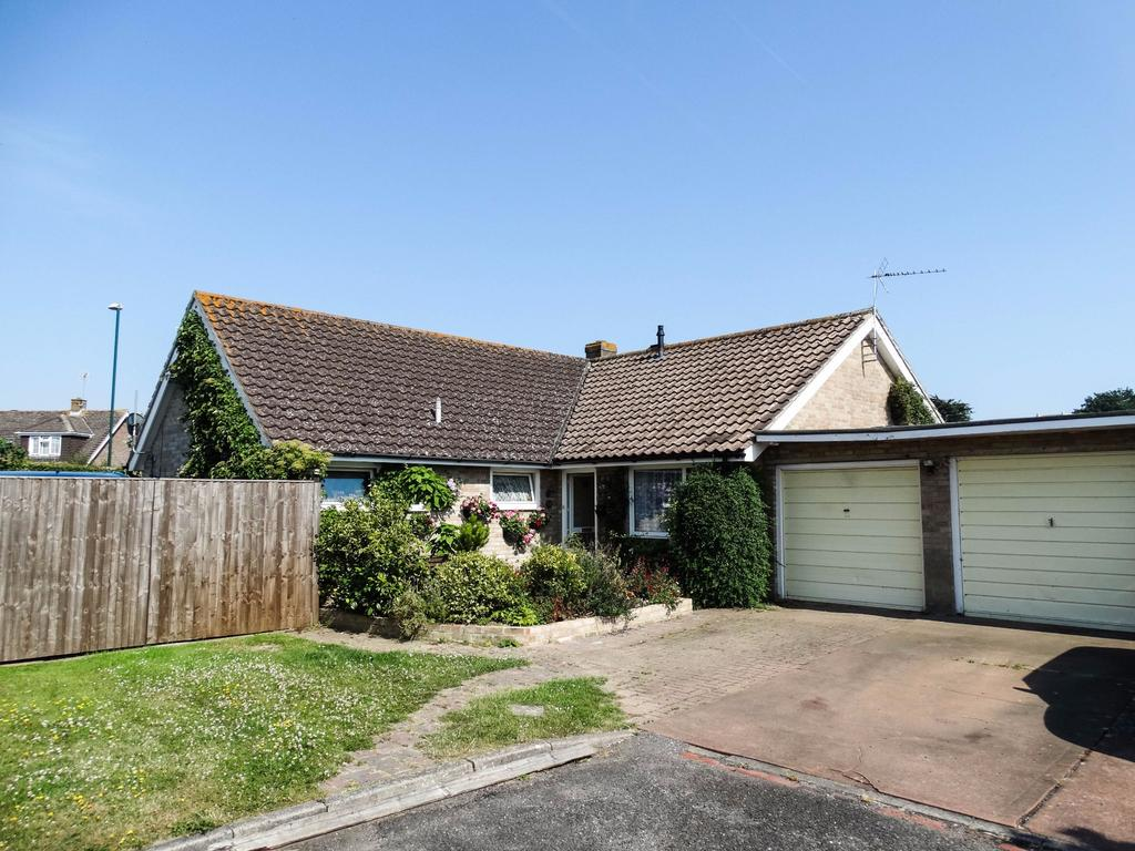 3 Bedrooms Detached Bungalow for sale in West Meads, Bognor Regis