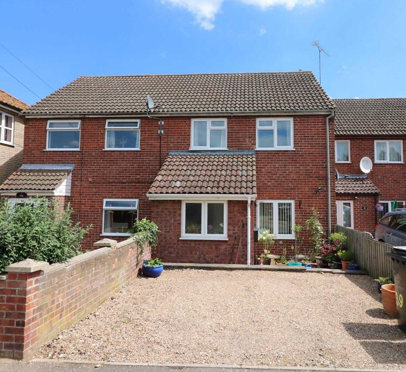 3 Bedrooms Terraced House for sale in New North Road, Attleborough