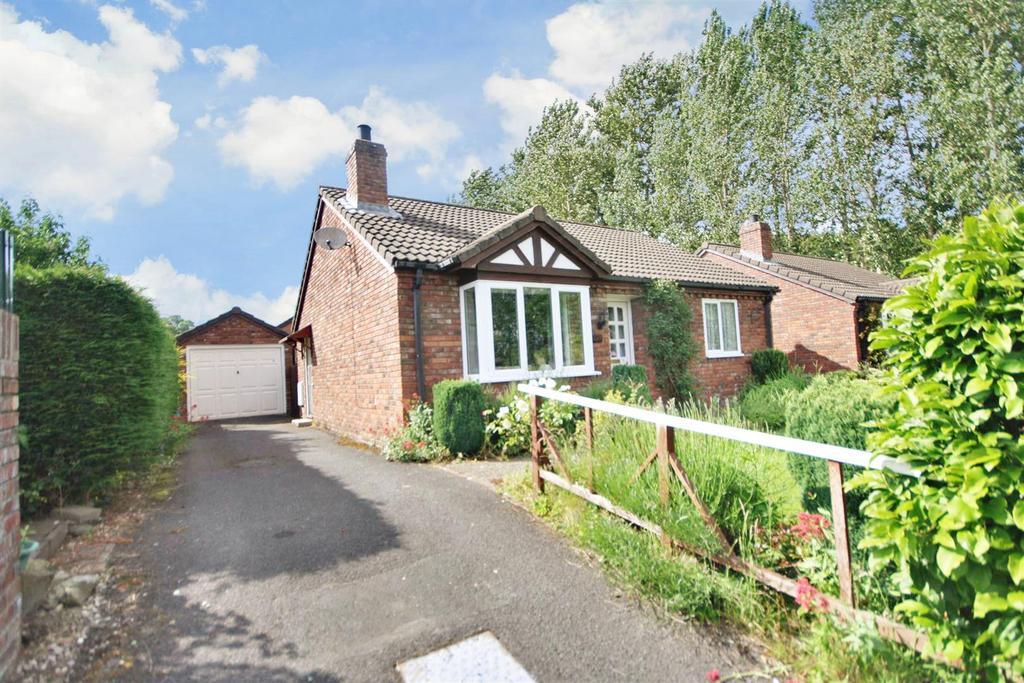 2 Bedrooms Detached Bungalow for sale in Maes Y Llan, Llansanffraid