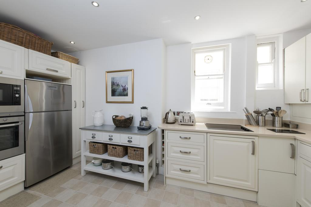 3 Bedrooms Flat for sale in Queen's Club Gardens, W14