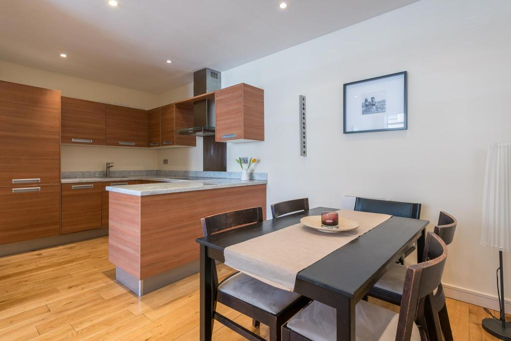 2 Bedrooms Apartment Flat for sale in LAVENDER HILL, SW11