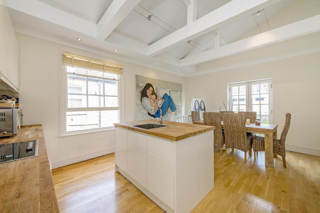 3 Bedrooms Flat for sale in Fulham Palace Road, Fulham