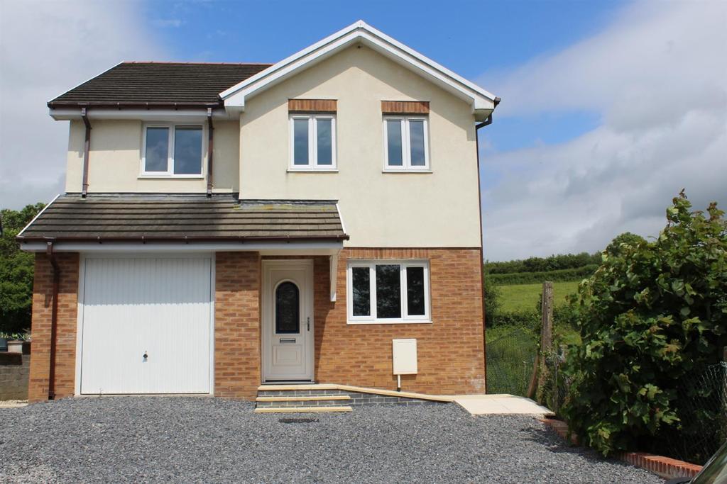 4 Bedrooms Detached House for sale in Kings Road, Llandybie, Ammanford