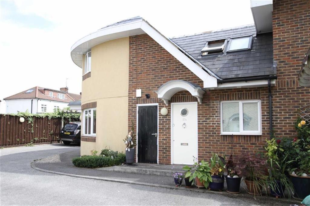 3 Bedrooms Terraced House for sale in County Gate, New Barnet, Herts, EN5
