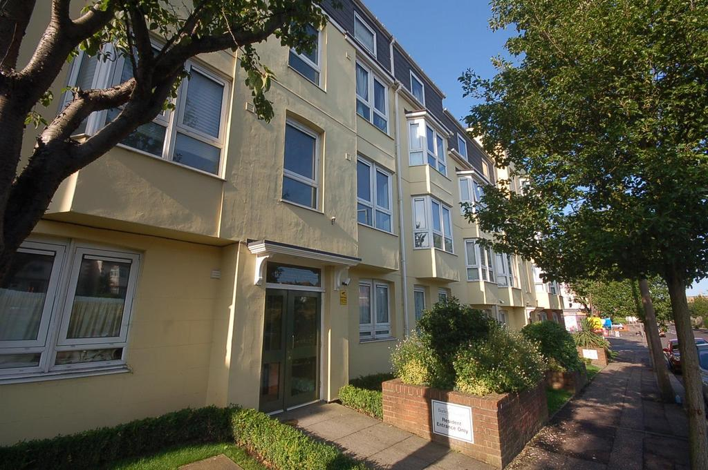1 Bedroom Flat for sale in Station Road, Westcliff-On-Sea