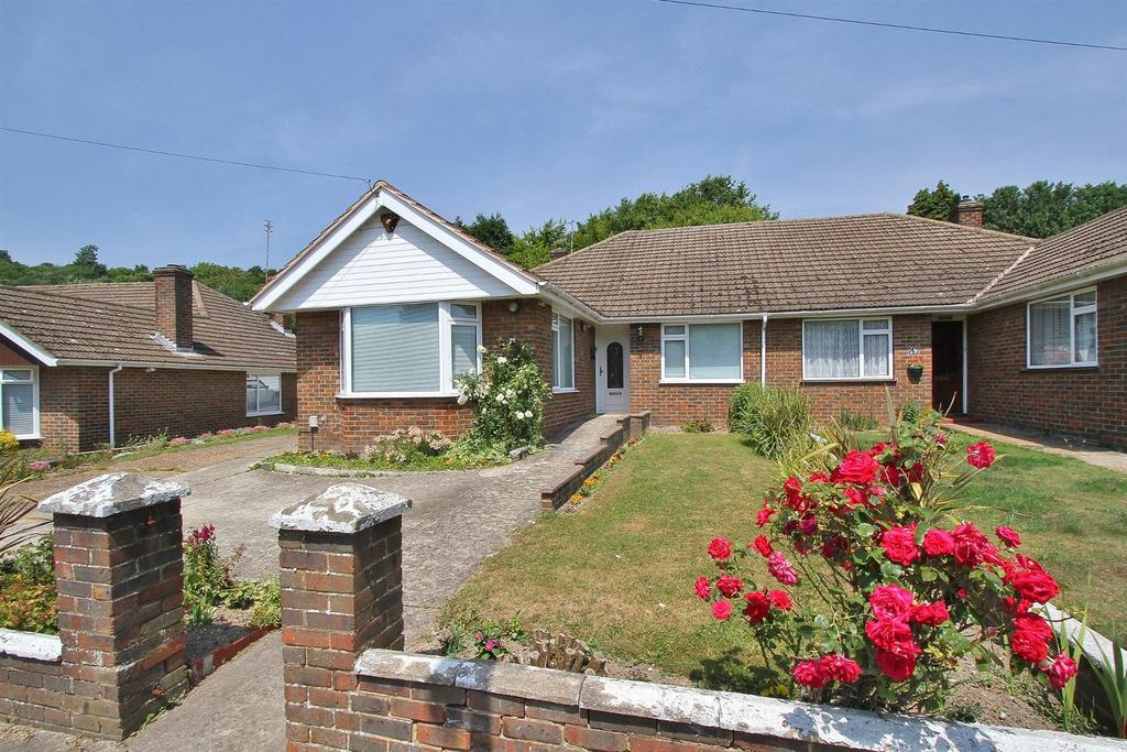 3 Bedrooms Semi Detached Bungalow for sale in Heath Hill Avenue